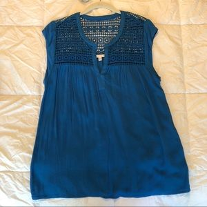 NWOT blue DR2 by Daniel Rainn pullover crochet Top